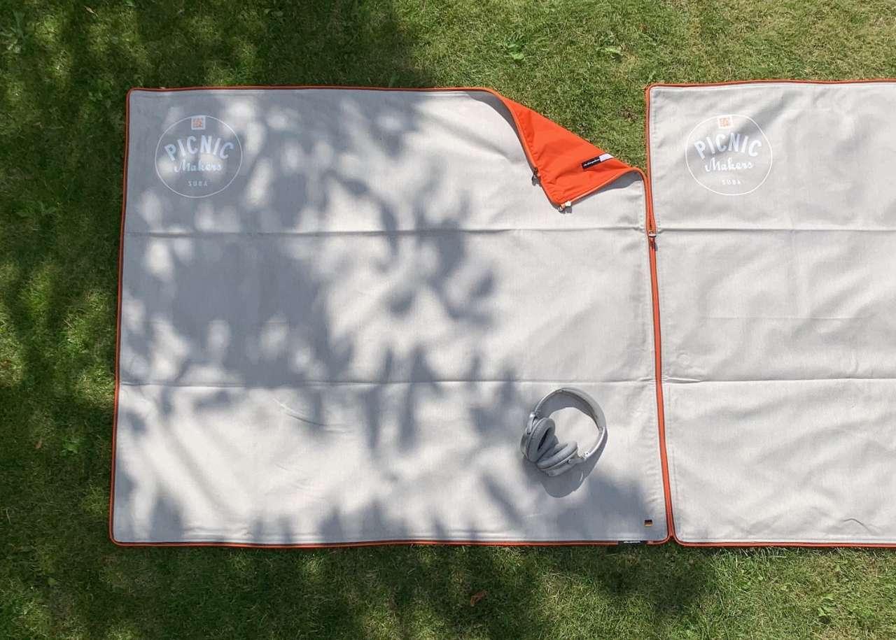 2 Picknickdecken zusammenlegen aneinanderzippen