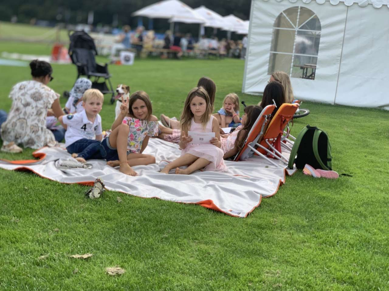 Suba Picnic-Makers Familienfrühstück auf der Picknickdecke