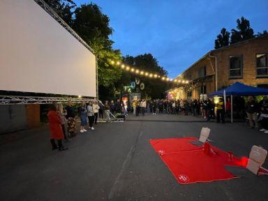 SUBA kooperiert mit Erco und ist Partner beim ersten Open Air Kino Event des Leuchtenspezialisten