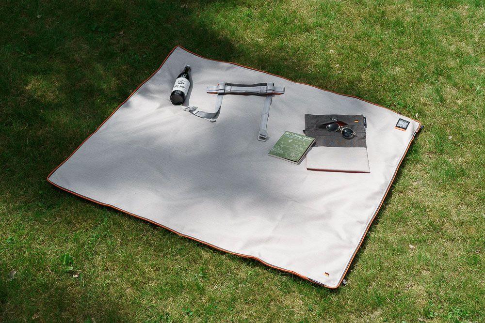 suba.squarepark.11 Picknickdecke mit Buchtasche suba.books.pocket, Handgriff suba.pocket.handle